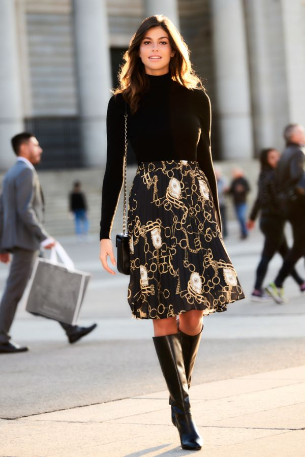 Black Chain Print Pleated Skirt