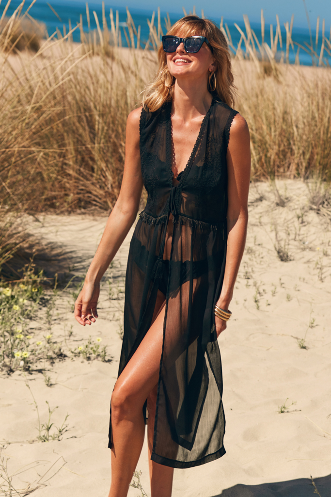 The Chicest Beach Wear Ever >