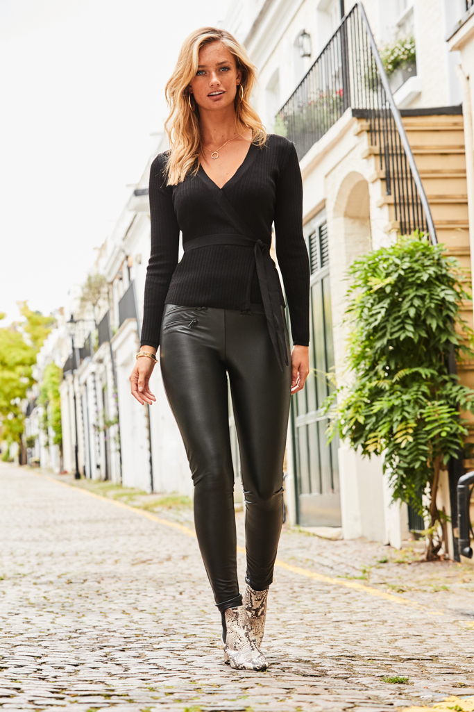 Meet Your New<br>Go-To Leggings >